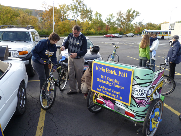 Associate Dean Monsos and Jeff Grilliot decorate a bike.