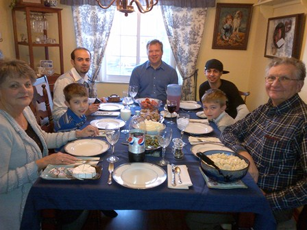 host family and international studnet celebrate Thanksgiving