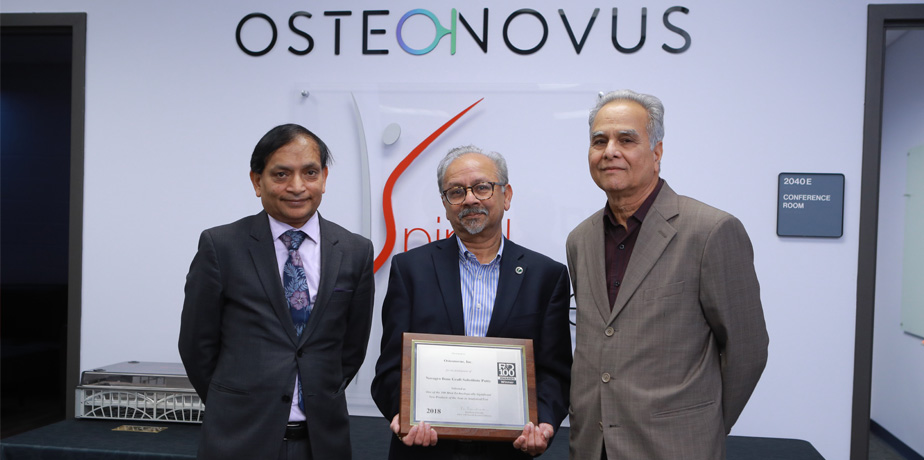 Dr. Bhaduri and dr. Goel receiving R&D Magazine award