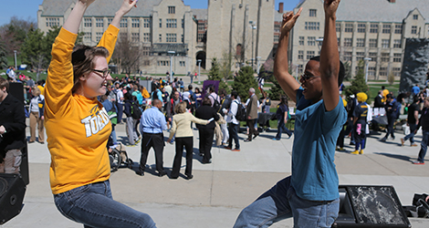 Students have fun at centennial mall